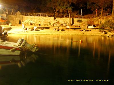 Το λιμανάκι του Βίδο το βράδυ
